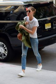 Gisele Bundchen  Arrivies at Her Home in New York 2018/06/26 3