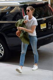 Gisele Bundchen  Arrivies at Her Home in New York 2018/06/26 7
