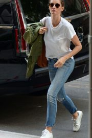Gisele Bundchen  Arrivies at Her Home in New York 2018/06/26 8
