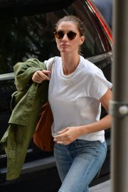 Gisele Bundchen  Arrivies at Her Home in New York 2018/06/26 10