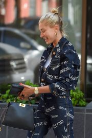 Hailey Baldwin Out and About in New York 2018/07/05 7