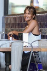 Halle Berry Out for Lunch at Guisados in Los Angeles 2018/07/14 1