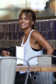 Halle Berry Out for Lunch at Guisados in Los Angeles 2018/07/14 2