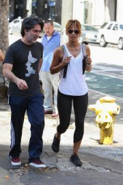 Halle Berry Out for Lunch at Guisados in Los Angeles 2018/07/14 11