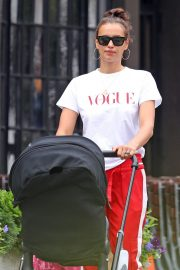 Irina Shayk Wears Red Lower Out in New York 2018/07/28 7