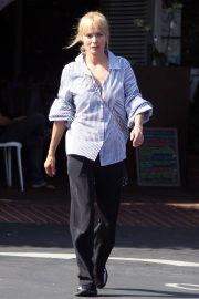 Izabella Scorupco Out for Lunch in Los Angeles 2018/06/23 4
