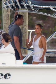 Jennifer Lopez enjoying Boating with Her Family Out in Nassau 2018/07/27 2
