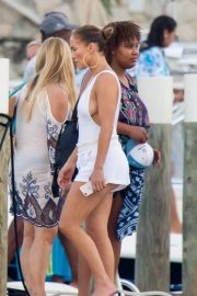 Jennifer Lopez enjoying Boating with Her Family Out in Nassau 2018/07/27 9