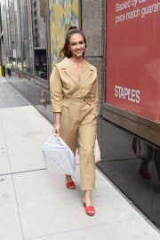 Jessica Alba Leaves Staples Store on 5th Avenue in New York 2018/07/24 3