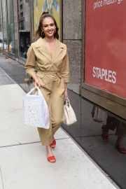 Jessica Alba Leaves Staples Store on 5th Avenue in New York 2018/07/24 7