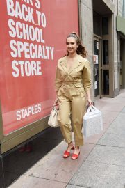 Jessica Alba Leaves Staples Store on 5th Avenue in New York 2018/07/24 10