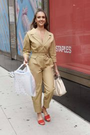 Jessica Alba Leaves Staples Store on 5th Avenue in New York 2018/07/24 12