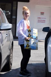 Julianne Hough Buying a Boxes of Beer in Studio City 2018/07/04 5