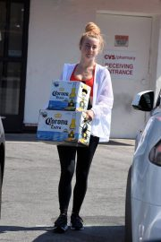 Julianne Hough Buying a Boxes of Beer in Studio City 2018/07/04 8