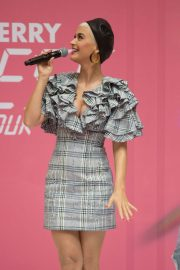 Katy Perry at Myer In Store in Adelaide 2018/07/29 3