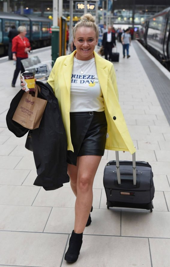 Kirsty Leigh Porter at Manchester Piccadilly Train Station 2018/06/02 1