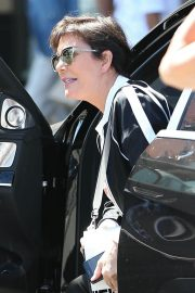 Kris Jenner Shopping at Topanga Mall in Los Angeles 2018/06/13 7