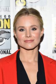 Kristen Bell at The Good Place Press Line at Comic-con in San Diego 2018/07/21 2