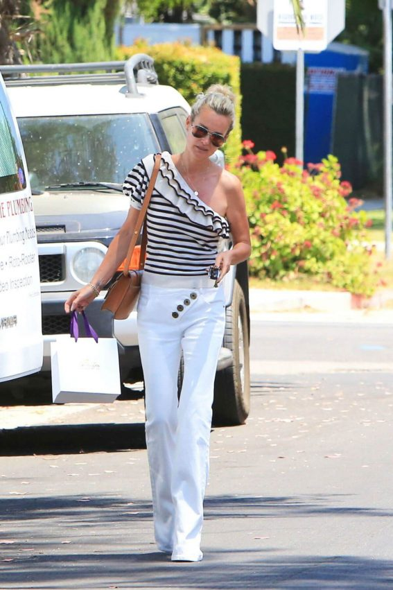 Laeticia Hallyday Out Shopping in Beverly Hills 2018/06/19 1