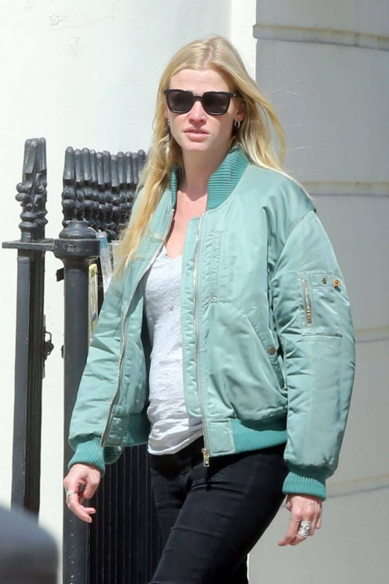 Lara Stone Out in London 2018/05/13 1