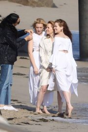 Lea Thompson and Zoey and Madelyn Deutch on the Set of a Photoshoot in Maibu 2018/05/21 2