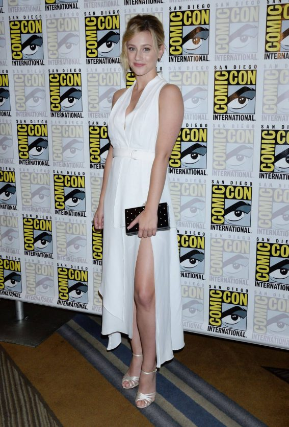 Lili Reinhart at Riverdale Press Line at Comic-con in San Diego 2018/07/21 1