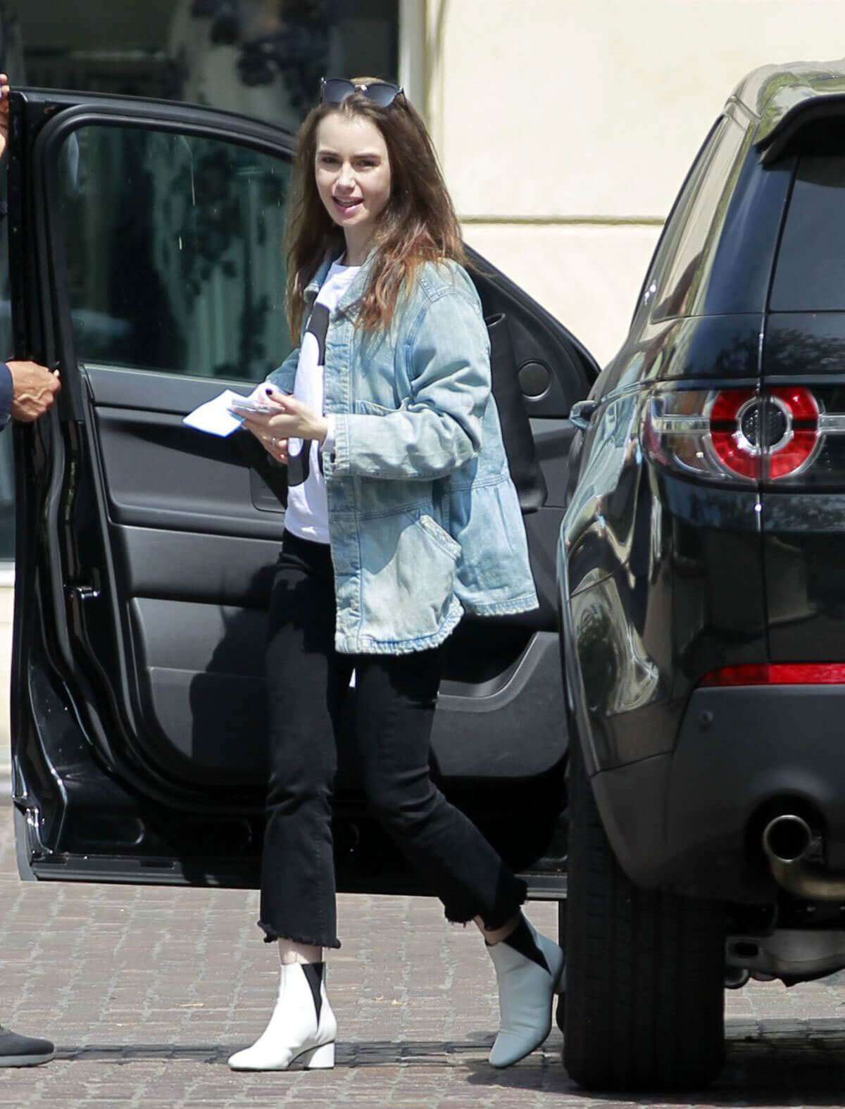 Lily Collins Arrives at Peninsula Hotel in Beverly Hills 2018/05/22 1