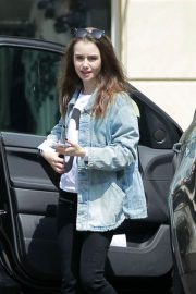 Lily Collins Arrives at Peninsula Hotel in Beverly Hills 2018/05/22 7