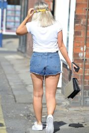 Lucy Fallon Out and About in Lancashire 2018/07/27 4