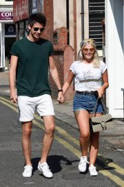 Lucy Fallon Out and About in Lancashire 2018/07/27 11