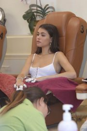 Madison Beer Gets a Manicure at Pampered Hands in Los Angeles 2018/07/22 3