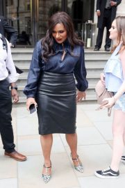 Mindy Kaling Out and About in London 2018/06/13 8