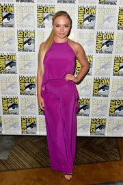 Natalie Alyn Lind at The Gifted Press Line at Comic-con in San Diego 2018/07/21 4