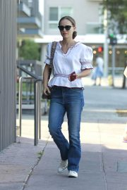 Natalie Portman Out for Lunch at Cafe Gratitude in Los Angeles 2018/07/28 3