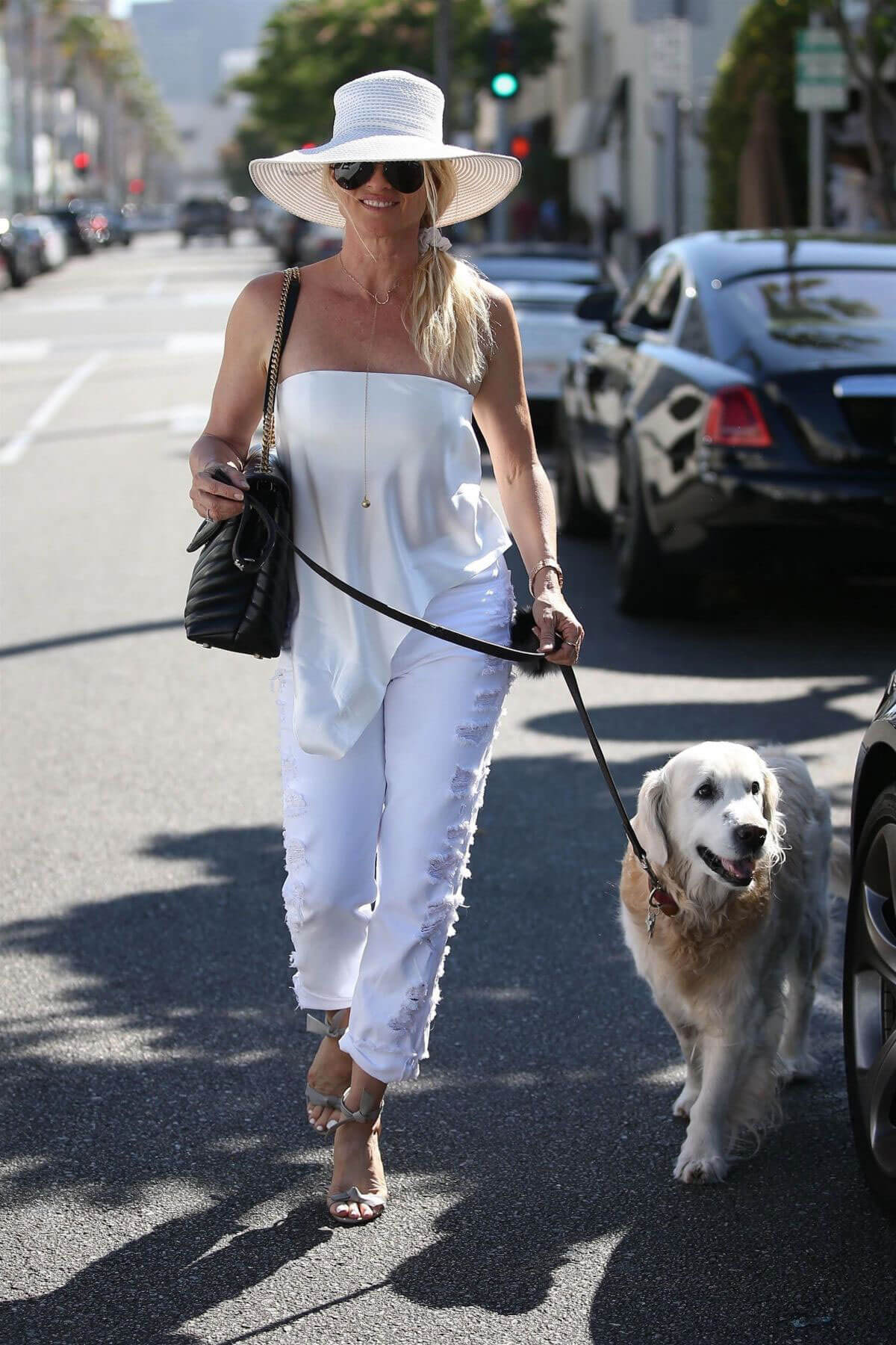Nicollette Sheridan Out for Lunch at Il Pastaio in Beverly Hills 2018/06/27 1