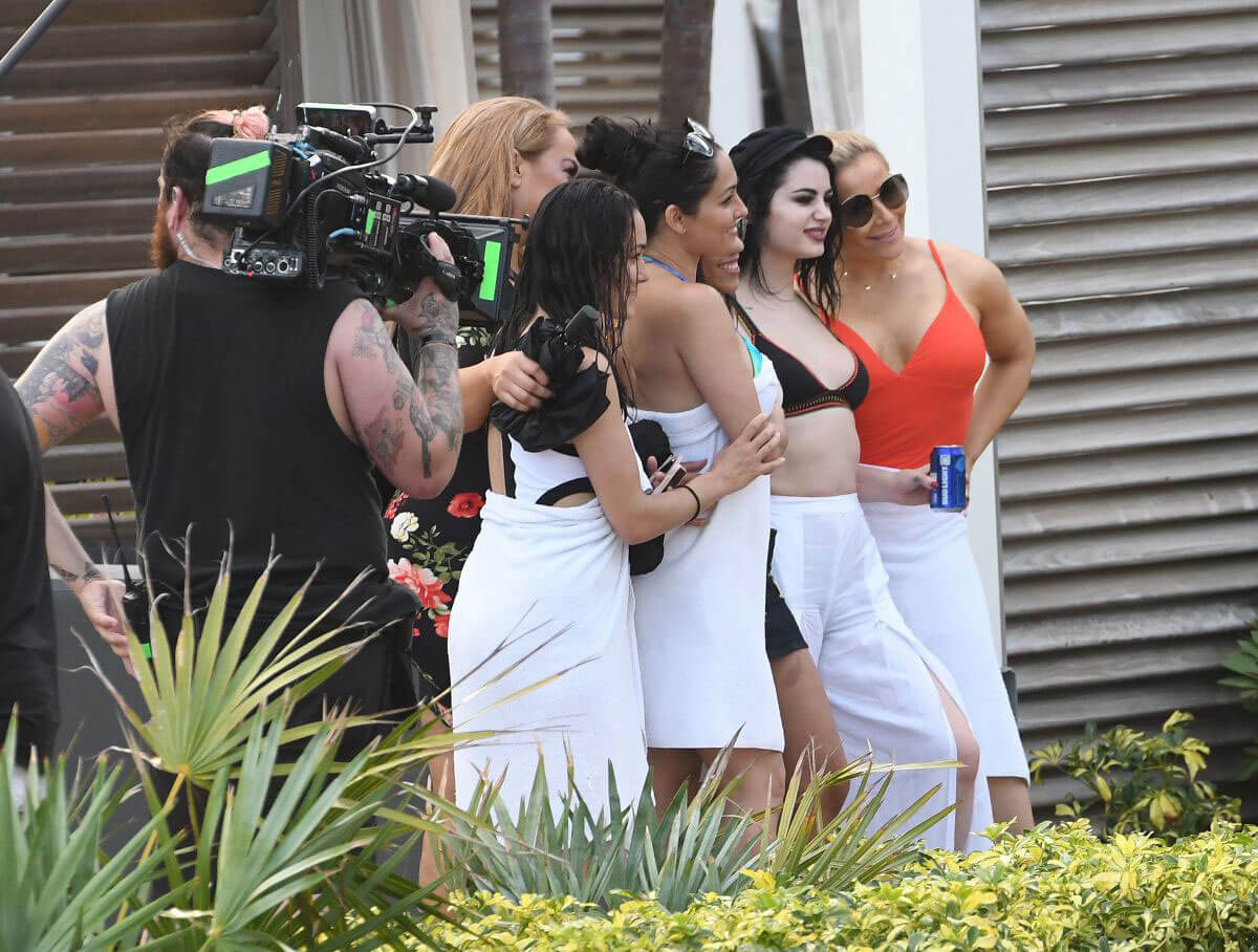 Nikki and Brie Bella and other WWE Stars Filming Total Ddivas in Miami 2018/05/30 1