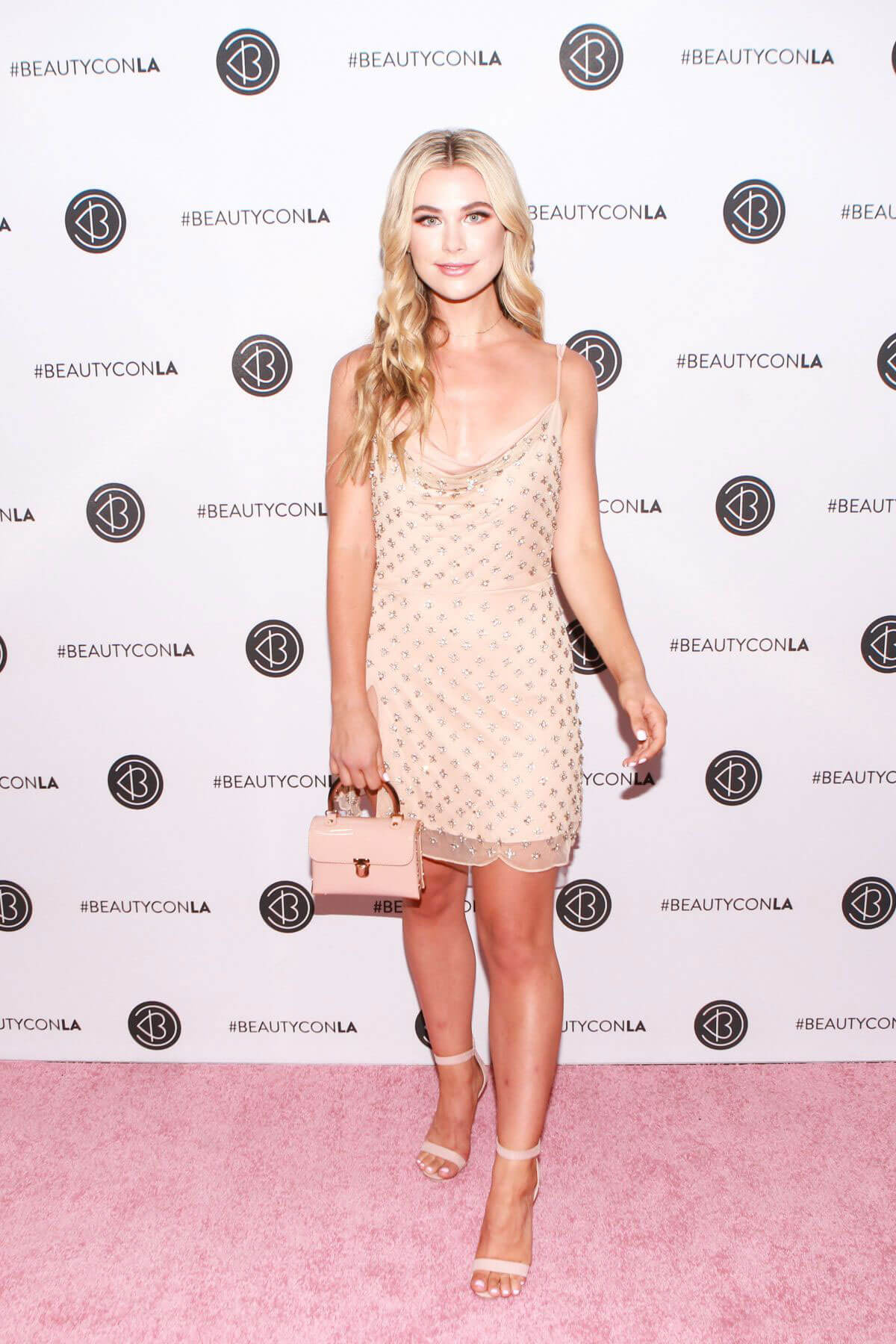 Paige Lorentzen at Los Angeles Beautycon Festival 2018/07/14 1