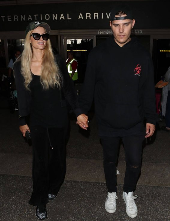 Paris Hilton and Chris Zylka at LAX Airport in Los Angeles 2018/07/27 1