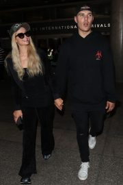 Paris Hilton and Chris Zylka at LAX Airport in Los Angeles 2018/07/27 3