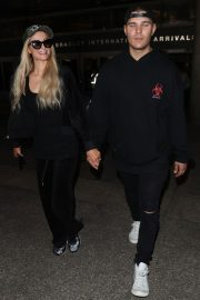 Paris Hilton and Chris Zylka at LAX Airport in Los Angeles 2018/07/27 5