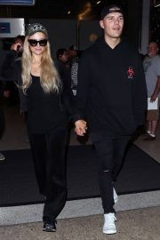 Paris Hilton and Chris Zylka at LAX Airport in Los Angeles 2018/07/27 8