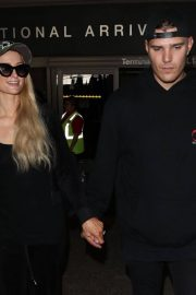 Paris Hilton and Chris Zylka at LAX Airport in Los Angeles 2018/07/27 12