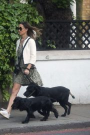 PIPPA MIDDLETON Out with Her Dog in London 05/12 1