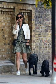PIPPA MIDDLETON Out with Her Dog in London 05/12 3