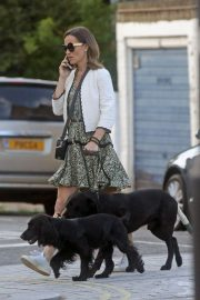 PIPPA MIDDLETON Out with Her Dog in London 05/12 6