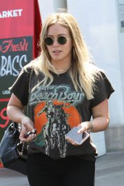 Pregnant Hilary Duff Leaves NK Shop in Los Angeles 2018/06/29 5