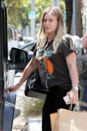 Pregnant Hilary Duff Leaves NK Shop in Los Angeles 2018/06/29 8