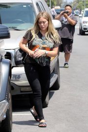 Pregnant Hilary Duff Leaves NK Shop in Los Angeles 2018/06/29 9