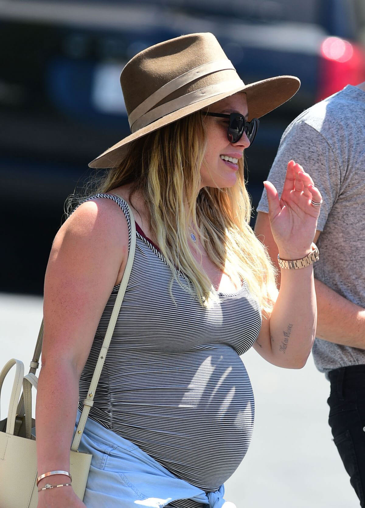 Pregnant Hilary Duff Out in Los Angeles 2018/07/22 1