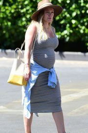 Pregnant Hilary Duff Out in Los Angeles 2018/07/22 7